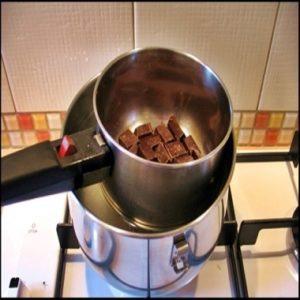 benmari-yontemi-ile-cikolata-eritme-tarifi
